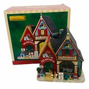 2016 Lemax Christmas Village Dog Apparel And Accessories / The Dog House 55978
