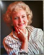 Betty White Signed Ip 8x10 Color Photo - The Golden Girls, Mary Tyler Moore Show