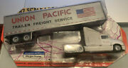 Road Champs Union Pacific Freight Semi Trailer 187 1996 Truck Die Cast Toy