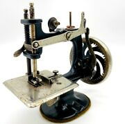 Singer Sewhandy Model No. 20 Sewing Machine From The 1950and039s- No Original Box
