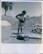 1951 Madhya Pradesh Housewife Draws Water From Village Well Poverty Photo 8x10