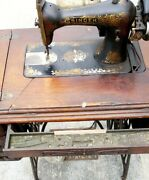 Vintage Singer Sewing Machine With Wood Cabinet And Drawers