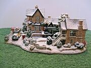 Lilliput Lane L2574 Homeward Bound For Christmas Snow Cottage Mib With Deed.