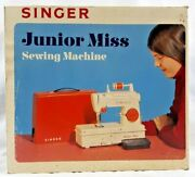 1973 Singer Junior Miss Sewing Machine Child Battery Operated Vintage Toy 6538b