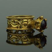 Beautiful Ancient Byzantine Gold And Garnet Ring - 8th/12th Century Ad  912