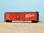 Usa Trains R19305c G Great Northern 50and039 Steel Boxcar W/plug/steel Double Door