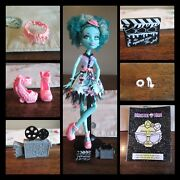 Monster High Honey Swamp Hauntlywood Hat Clapperboard Shoes Camera Belt Jewerly