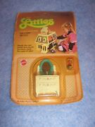 1980 The Littles Dollhouse Furniture By Mattel- Dresser And Lamp 1795