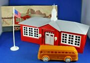 Plasticville - O-o27 - Sc4 - School W/bus And Flag - Medium Gray Roof - Complete