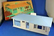 Plasticville - O-o27 - Rh-1 Ranch House - White Sides - Blue Roof And Trim .