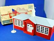 Plasticville - O-o27 - Sc4 - School And Flag - Light Gray Roof - Complete