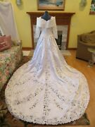Vintage Sweetheart Gowns Wedding Lace Sequin Dress Flower Embellished Gown Train