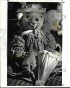 1987 Press Photo Teddy Bears By Janice Herniman And Outfitted By Nancy Steinback