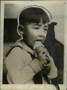 1928 Press Photo Miles Alka Given His First Ice Cream Cone In Seattle