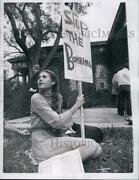 1970 Press Photo Laura Werthermer Of Young Americans For Freedom In Protest