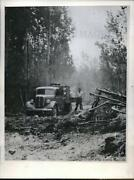 1946 Press Photo Us-canadian Border State Forestry Div Pumper Truck Forest Fires