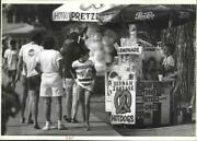 1989 Press Photo Susan Houst At Her Food Stand In Couer Dand039alene City Park