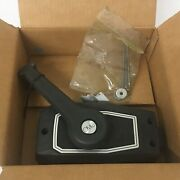 Preowned Omc Black Shift And Throttle Control Box Binacle Mount 35hp And Below 7-5