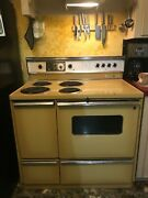 1972 Vintage Ge Stove / Range Harvest Gold Works Great. 39.5 Inches Across
