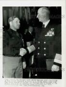 1945 Press Photo Admiral Ernest King And Major Arthur Wermuth Meet In Chicago.