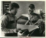 1977 Press Photo Houston Police Officers M.a. Barrett And E.d. Toby Tobias