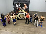 Tara Toys Official Wwe Superstar Action Figure Carrying Case W/ 9 Figures