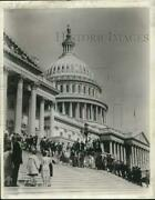 1978 Press Photo Visitors To The U.s. Capitol Building In Washington, D.c.
