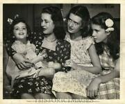 1947 Press Photo Actress Joan Bennett And Children Stephanie Diana And Linda