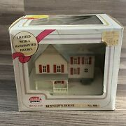 Model Power Ho Scale 2558 Kennedyand039s House Railroad Building W/2 Figures