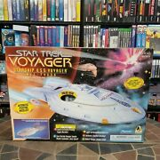 New Star Trek Voyager Starship Uss Ncc 74656 Playmates 1995 Collector's Edition