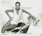 1986 Press Photo Estee Lauder Model Poses To Promote The New Tanning System