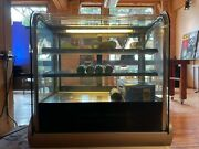 Vollrath 40862 36andrsquoandrsquo Cubed Glass Refrigerated Display Cabinet