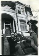 1973 Press Photo Northwest District Association On The Steps Of A 1893 Townhouse