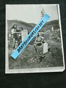 Press Photo Charlie And Harry Utter Bury Wild Bill Hickock On Boot Hill Grave