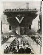 1944 Press Photo U.s.s. Bon Homme Richard Launched From New York City