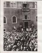 1938 Mussolini Il Duce Gives Fascist Salute To Rumanians In Rome - News Photo