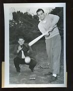 Original June 5 1946 Billy Conn Lays Down A Bunt Boxing Wire Photo