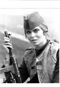 Barbara Bach Sexy W/rifle Vintage Photo Force Ten From Naverone