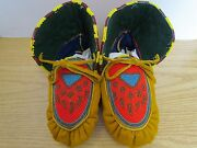 9.5 Authentic Native American Stunning Full Bead Paw Print Moccasins