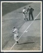 1940 Dizzy Dean Chicago Cubs On The Field Underwood And Underwood Photo
