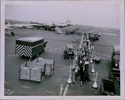 Lg842 1952 Original Photo From The Corners Passengers Leave Overseas Airliner