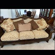 Antique Styled Living Room Furniture Set In Great Condition