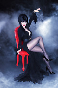 Elvira Mistress Of The Dark Red Chair Poster 24x36 Inches