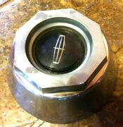 - 1980 - 1989 Lincoln Hub Cap Center Measures 7 Wide X 3 Tall Good Used
