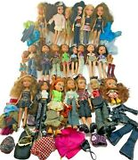 Bratz Doll Lot Of 21 Dolls With Clothes ,shoes And A Lil Bratz Suitcase
