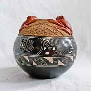 Fine Master Pottery Native Costa Rica Indian Pot 3d Frogs Black Red Naturalistic