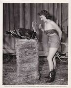 Piper Laurie Sexy Cowgirl Talks To Turkey 1952 Vintage Photo