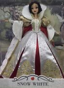 Disney Snow White Limited Saks Fifth Ave Exclusive Limited Edition Doll In Hand