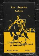 1971-72 La Lakers Nm/mt Press/media Guide/yearbook Jerry West Cvr And Signed