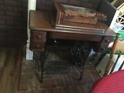 1900and039s Vintage Singer Treadle Sewing Table With Sewing Machineandnbsp